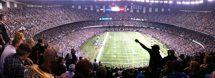 Panoramic of 69,719 in attendance[27] during a Saints game, 2009.