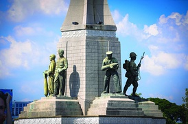 Five statues honour the army, navy, air force, police, and populace at Victory Monument.