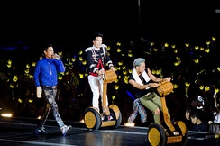 Big Bang fans (VIPs) hold crown shaped light sticks during a concert: this is the symbol of the fan club