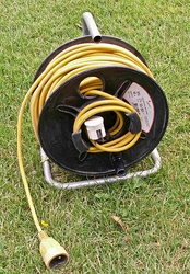 A 250 V, 16 A electrical cable on a reel.