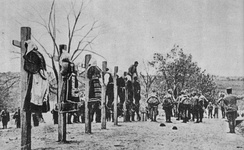 Austro-Hungarian soldiers executing men and women in Serbia, 1916[278]