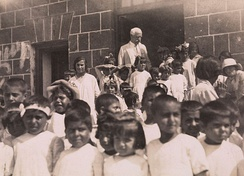 Nansen in front of an Armenian orphanage, 25 June 1925