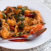 Catfish stir fried in a spicy curry paste