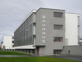 Bauhaus Dessau, built from 1925 to 1926 to a design by Walter Gropius