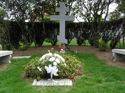 Rachmaninoff's grave at Kensico Cemetery in May 2006