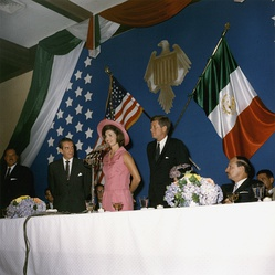 President Adolfo López Mateos next to the First Lady Jacqueline Kennedy and the President John F. Kennedy, diring their visit to Mexico in 1962