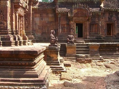 The Banteay Srei temple was the subject of a celebrated case of art theft when André Malraux stole four devatas in 1923 (he was soon arrested and the figures returned).