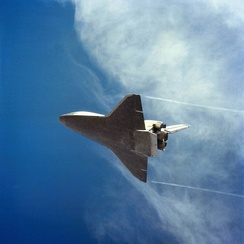 STS-2 on final approach, coming in for its landing after re-entry. Date: 14 November 1981