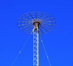 "Capacitive ""top hat"" on mast of AM radio tower in Hamersley, Australia"