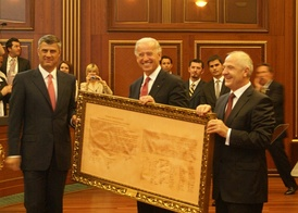 Former rebel leader Hashim Thaçi and Biden with Declaration of Independence of Kosovo, May 21, 2009