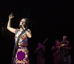 "Lila Downs in the ""National Sor Juana Festival"" 2007."