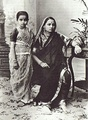 Woman and girl dressed in traditional Maharashtra sari