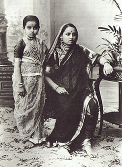 Woman and girl dressed in traditional Mahārāshtrian sāri
