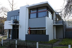 De Stijl's sliding, intersecting planes: the Rietveld Schröder House, 1924