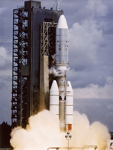 A Titan IIIE-Centaur rocket launches Voyager 2