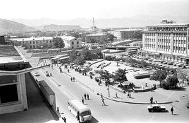 Center of Kabul in 1979; the Pul-e Khishti bridge crosses the Kabul River to the old city in the south bank