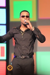 Flavour N'abania performing