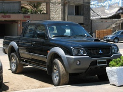 Brazilian-made 2005 Mitsubishi L200 HPE Crew Cab with Argentinian plate in Reñaca, Chile