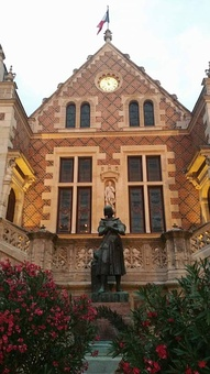 Former City Hall and Joan of Arc statue