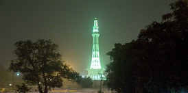 The Minar-e-Pakistan in Lahore, Pakistan glances at night.