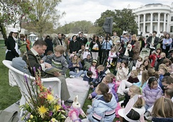 Baldwin reads to children at the 2007 White House Easter Egg Roll
