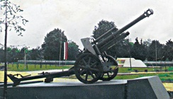 German 10.5 cm leFH 18/40 howitzer (dating from World War 2), employed as a monument on the site of the World War I Battle of Turtucaia