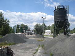 An asphalt mixing plant for hot aggregate