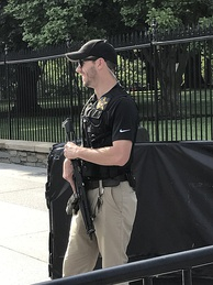 A uniformed U.S. Secret Service Agent on Pennsylvania Avenue.