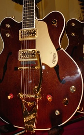 G6122-1962 Gretsch Chet Atkins Country Gentleman developed in the mid-1950s