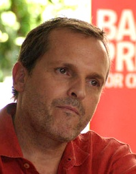 "Miguel Bosé re-recorded his song ""Si Tú No Vuelves"" with Shakira in 2007 to launch the same year on his album Papito."