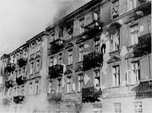 NARA copy #53, IPN copy #39Bandits jump to escape captureMan committing suicide by jumping off the upper floors of 23 and 25 Niska Street. 22 April 1943