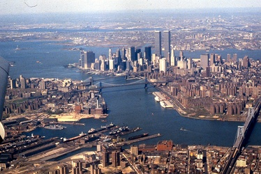 A 1981 view looking southwest: Wallabout Bay and East River (foreground), Hudson River (at right), Upper New York Bay (left) and Newark Bay in the distance.