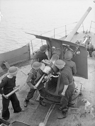 Mk V gun on a British trawler, World War II