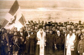 Picture of the official declaration of Northern Epirote Independence in Gjirokastër (1 March 1914).
