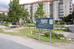 Site of Führerbunker and information board on Gertrud-Kolmar-Straße in April 2007