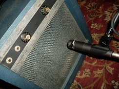 Badu recorded with a Shure SM57 microphone (right).