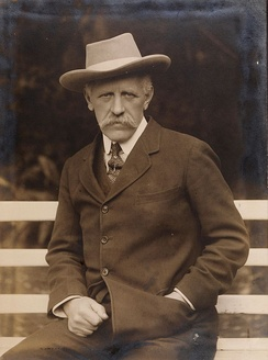 Fridtjof Nansen as the League of Nations' high commissioner for prisoners of war and refugees, during a stay in Sofia, where he discussed problems regarding the exchange of prisoners of war and refugees.