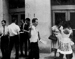 "Oswald passing out ""Fair Play for Cuba"" leaflets in New Orleans, August 16, 1963"