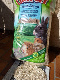 Hemp straw animal bedding