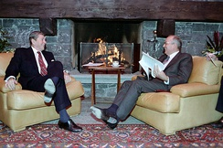 U.S. president Ronald Reagan (left) and Soviet general secretary Mikhail Gorbachev in Geneva, 1985