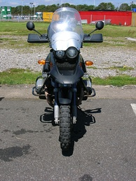 The BMW R1150GS has an oil cooler below the headlights and fins for air cooling on the cylinders
