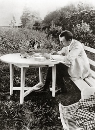 Rachmaninoff proofing his Piano Concerto No. 3 at the Ivanovka estate, 1910