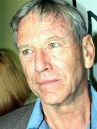 Israeli author Amos Oz, who today is described as the 'aristocrat' of Labor Zionism[104]