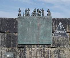 Plaque commemorating the victims of the Eyemouth Disaster on the harbour wall.