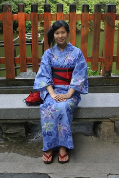 Girl wearing a yukata. The two-toned effect is obtained by folding the reversible obi to reveal the contrasting underside.
