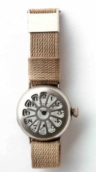 Early wrist watch by Waltham, worn by soldiers in World War I (German Clock Museum).