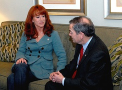 Griffin and Jim Weiskopf of the Fisher House Foundation during her visit to Walter Reed Army Medical Center in April 2008