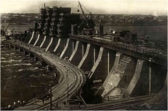 The dam under construction