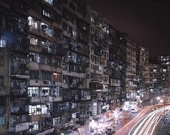 Улица на окраине города.