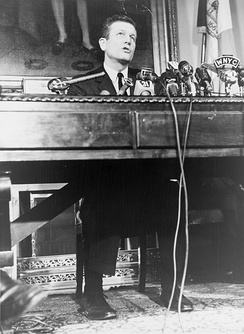 Lindsay speaking at City Hall in January 1966